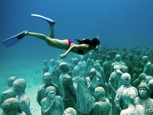 underwater_sculpture_park_cancun_mexico_wide_diver